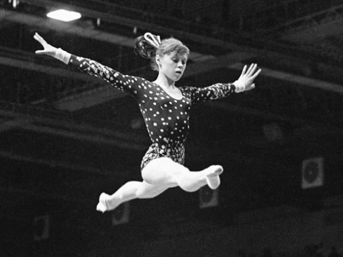 Elena Mukhina, Olympic gymnast in midair